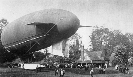The Airship Gamma visiting Berkhamsted Castle in 1913