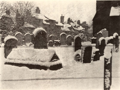 Hitchin Churchyard in the snow