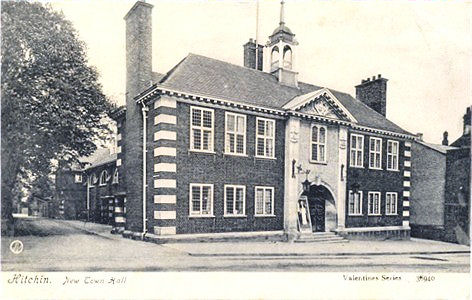 Title: Hitchin, New Town Hall - Publisher: Valentines Series 38949 - posted 1906